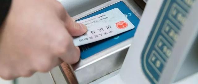 如何证明香港身份证跟内地身份证上是同一个人?
