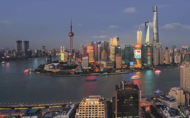 小孩是在香港出生现要在上海买房怎么公证证明出生纸是真实的呢?