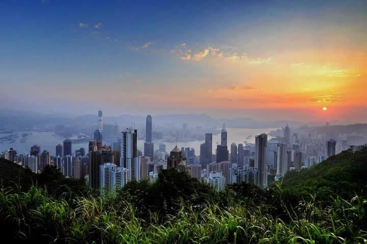 在香港回不了内地的香港人如何办理放弃遗产继承声明公证呢?